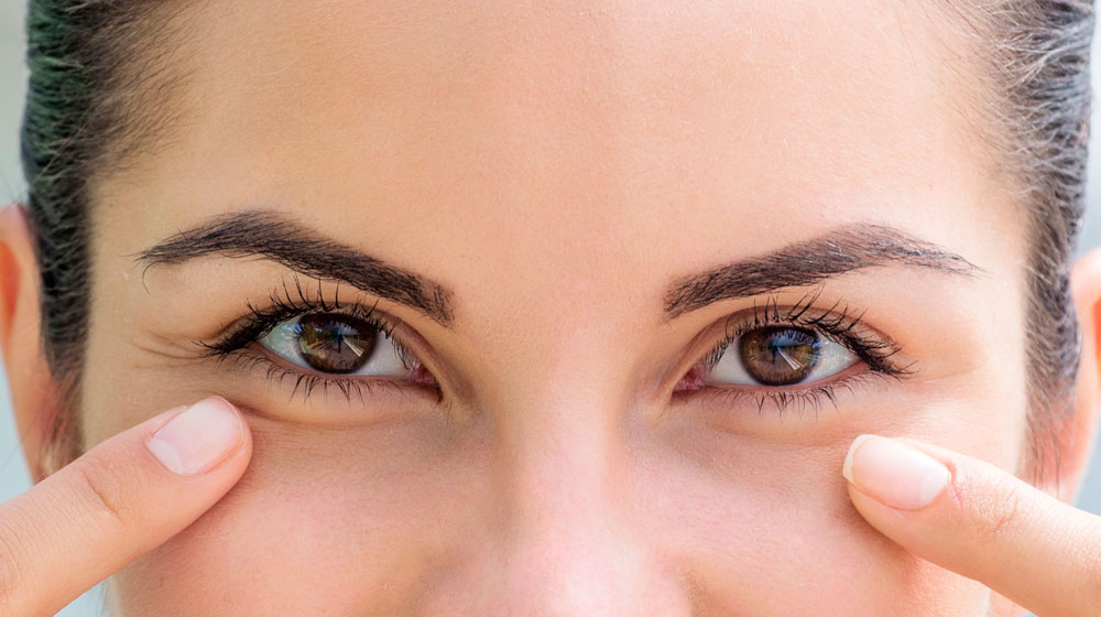 smiling-woman-showing-her-healthy-eyes-close-up